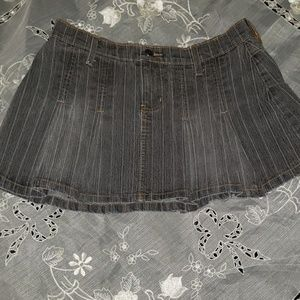 Candie's distressed pleated mini skirt 30""